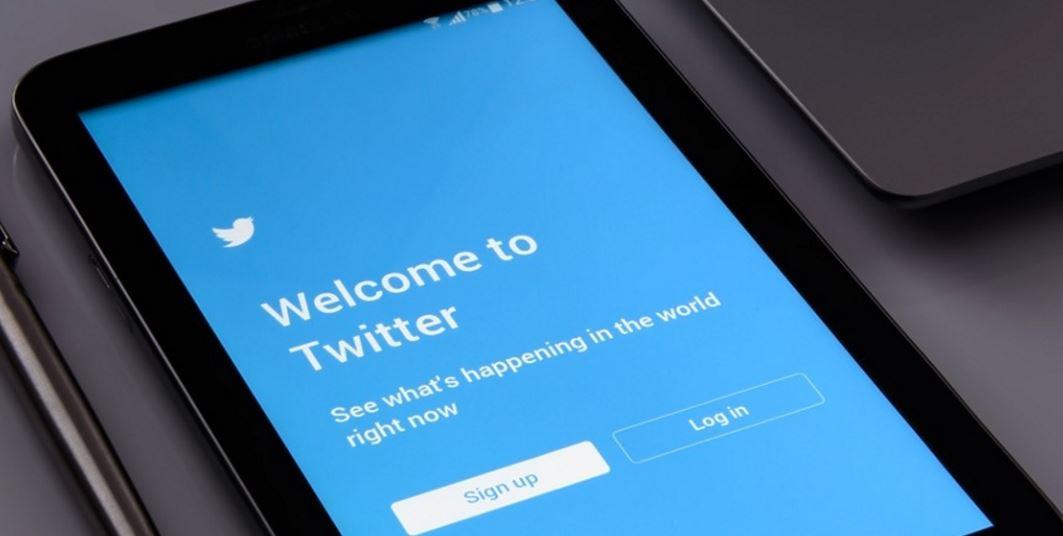 Twitter's Stocks Plunge Amid Weak Advertising